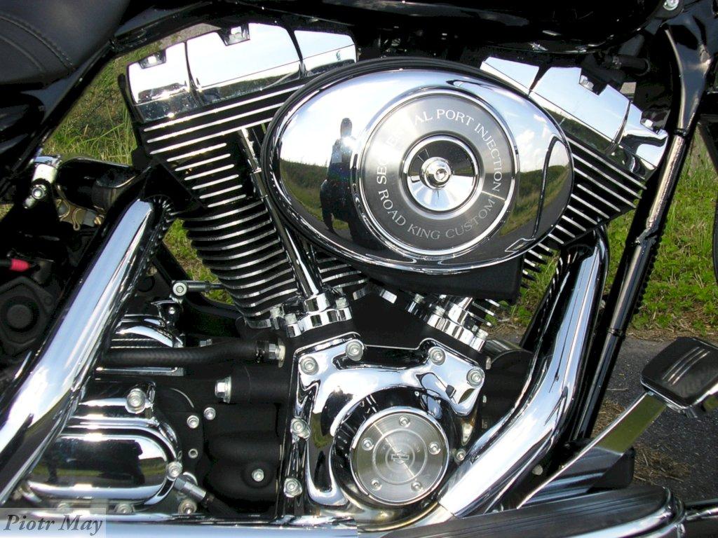 Harley Davidson Road King kontra Kawasaki ZZR1100
