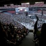 Publiczność zgromadzona na koncercie Live Earth na stadionie słynnej drużyny futbolu amerykańskiego Giants w East Rutherford w stanie New Jersey,