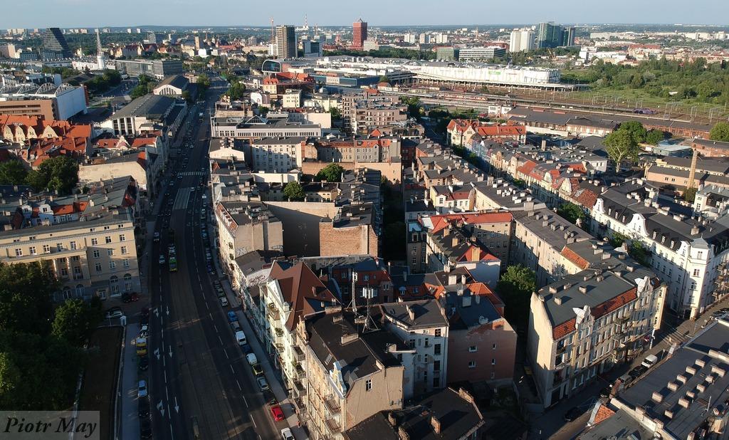 Kilka ujęć ulicy Głogowskiej z drona