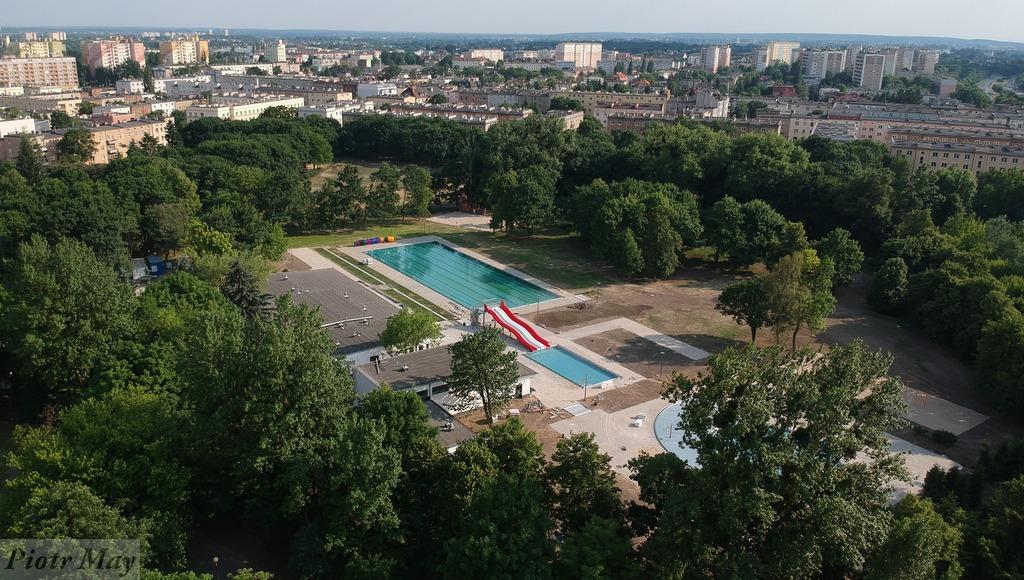 Pływalnia w parku Kasprowicza. Tuż przed otwarciem.